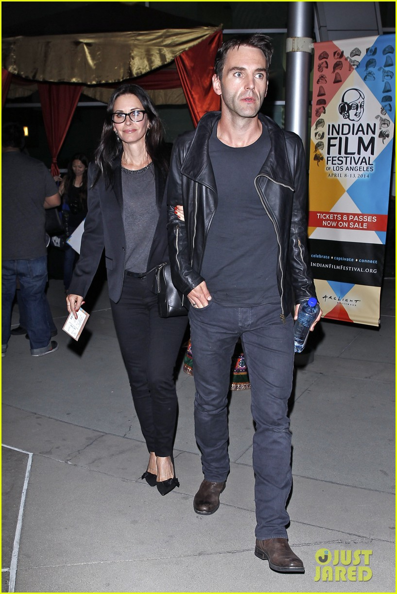 courteney cox boyfriend johnny mcdaid leads the way 01