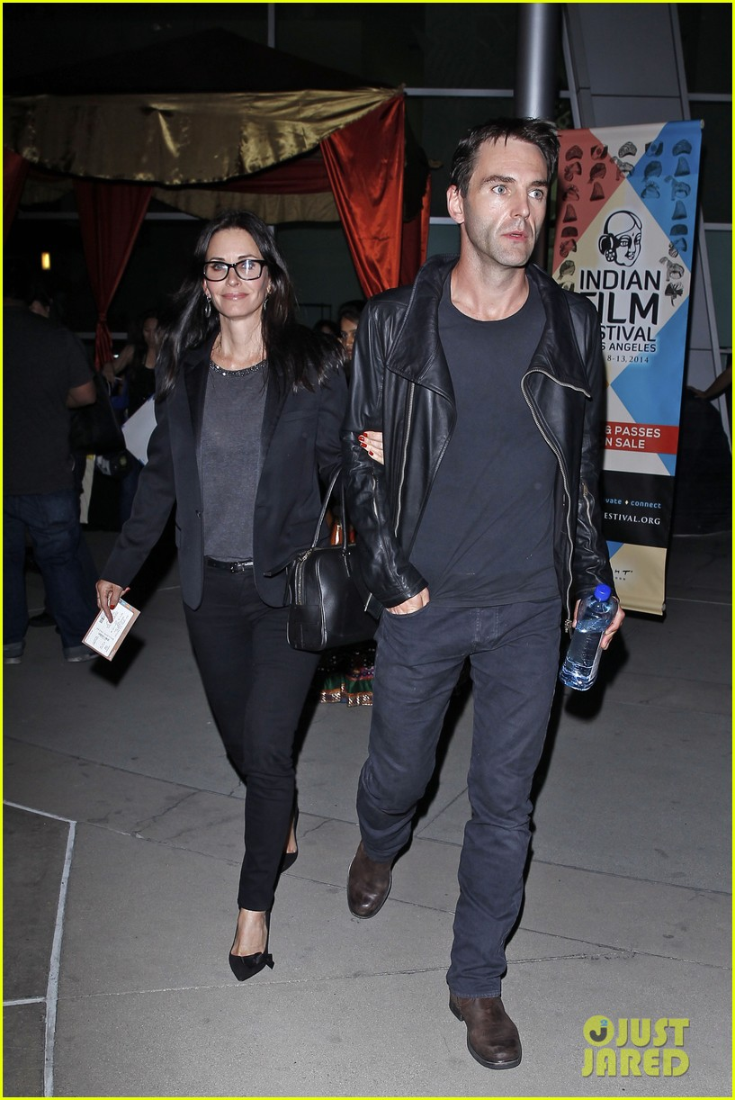 courteney cox boyfriend johnny mcdaid leads the way 083087739