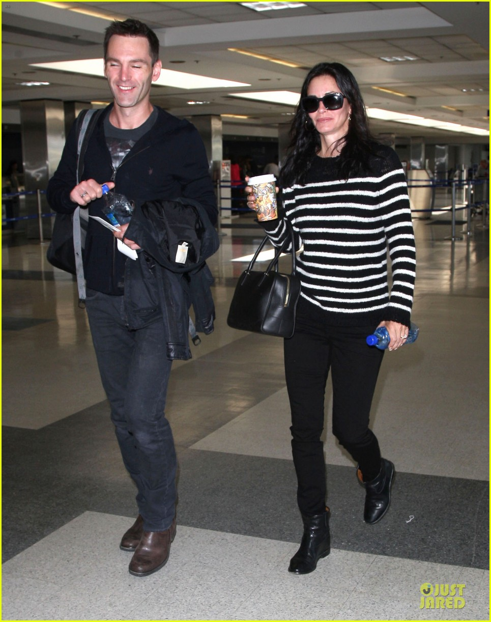 courteney cox johnny mcdaid hold hands at letterman 053096437