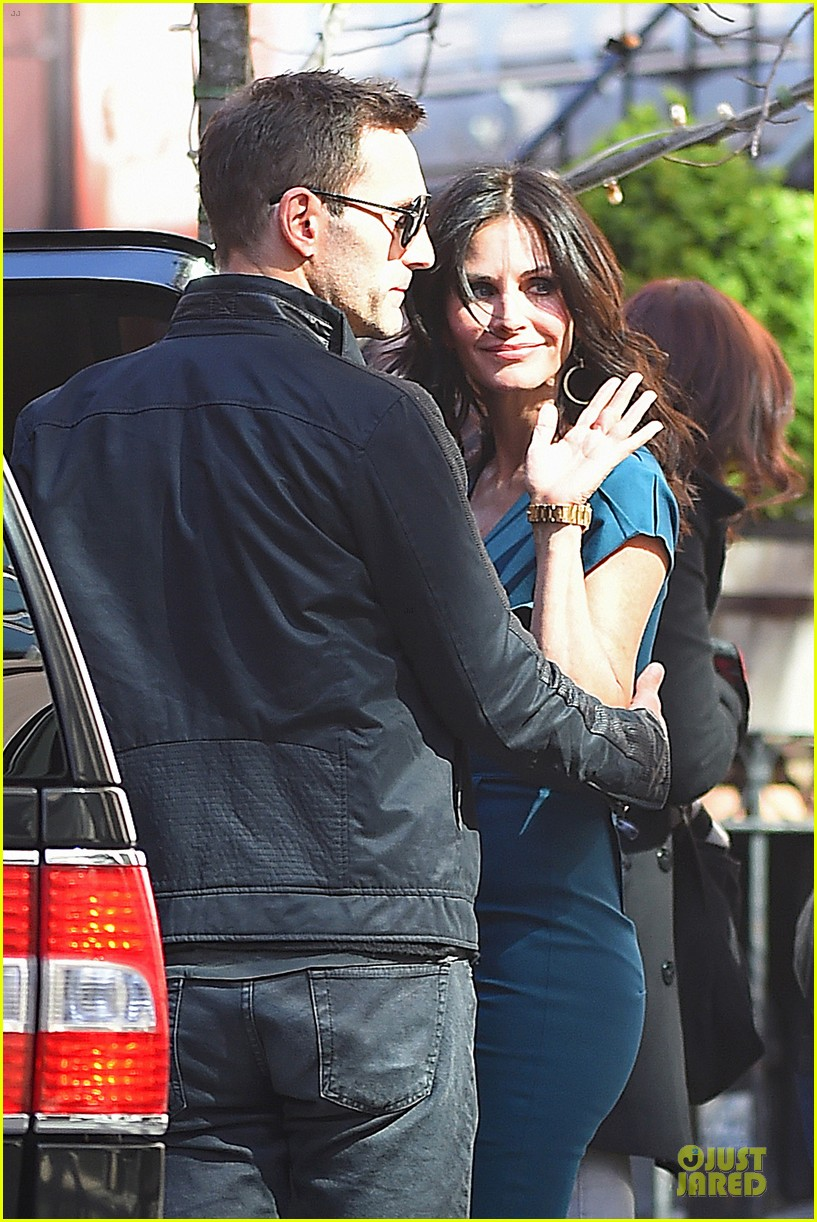 courteney cox johnny mcdaid hold hands at letterman 073096439