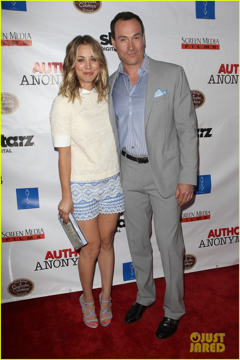kaley cuoco hits the premiere of authors anonymous with sister briana 053088259