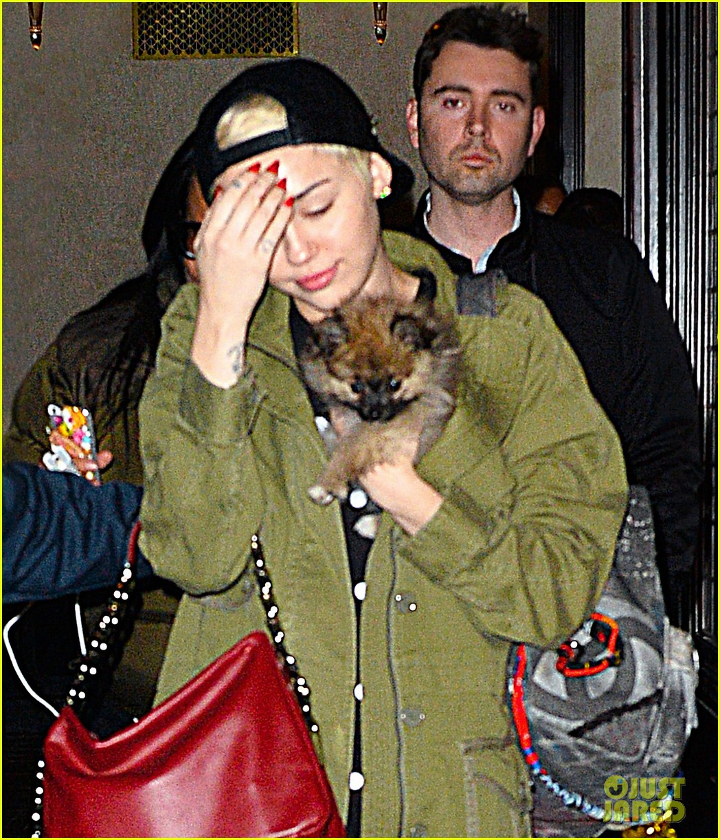 miley cyrus torn about new pup moonie after floyds death 01