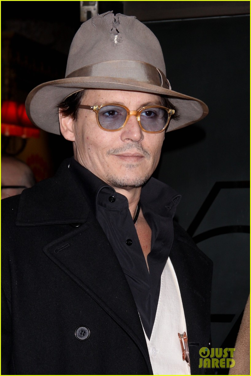 johnny depp amber heard hold hands at cabaret opening 02