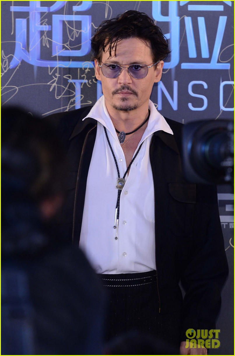 johnny depp hits the transcendence premiere 113082674