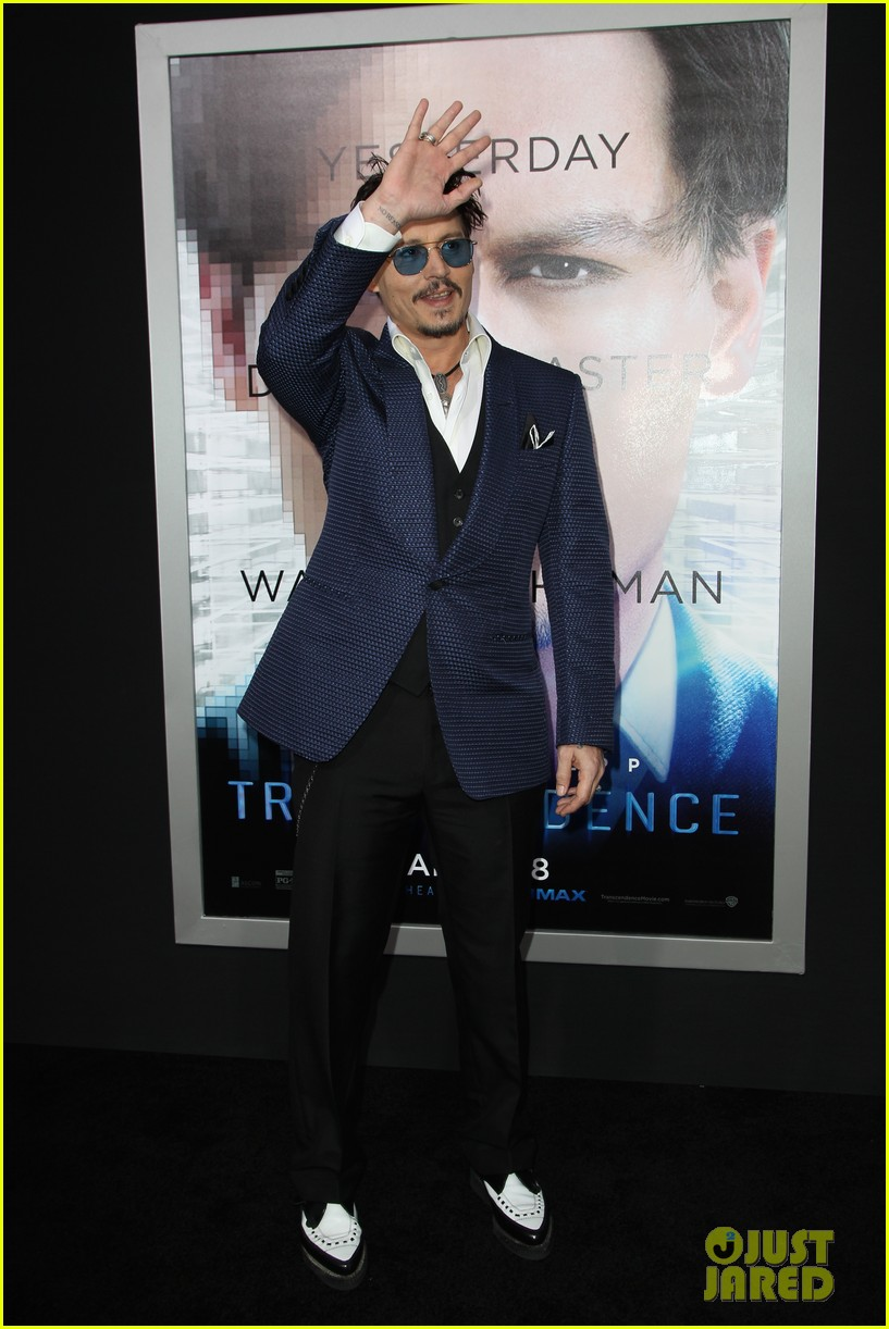 johnny depp attends transcendence premiere 09