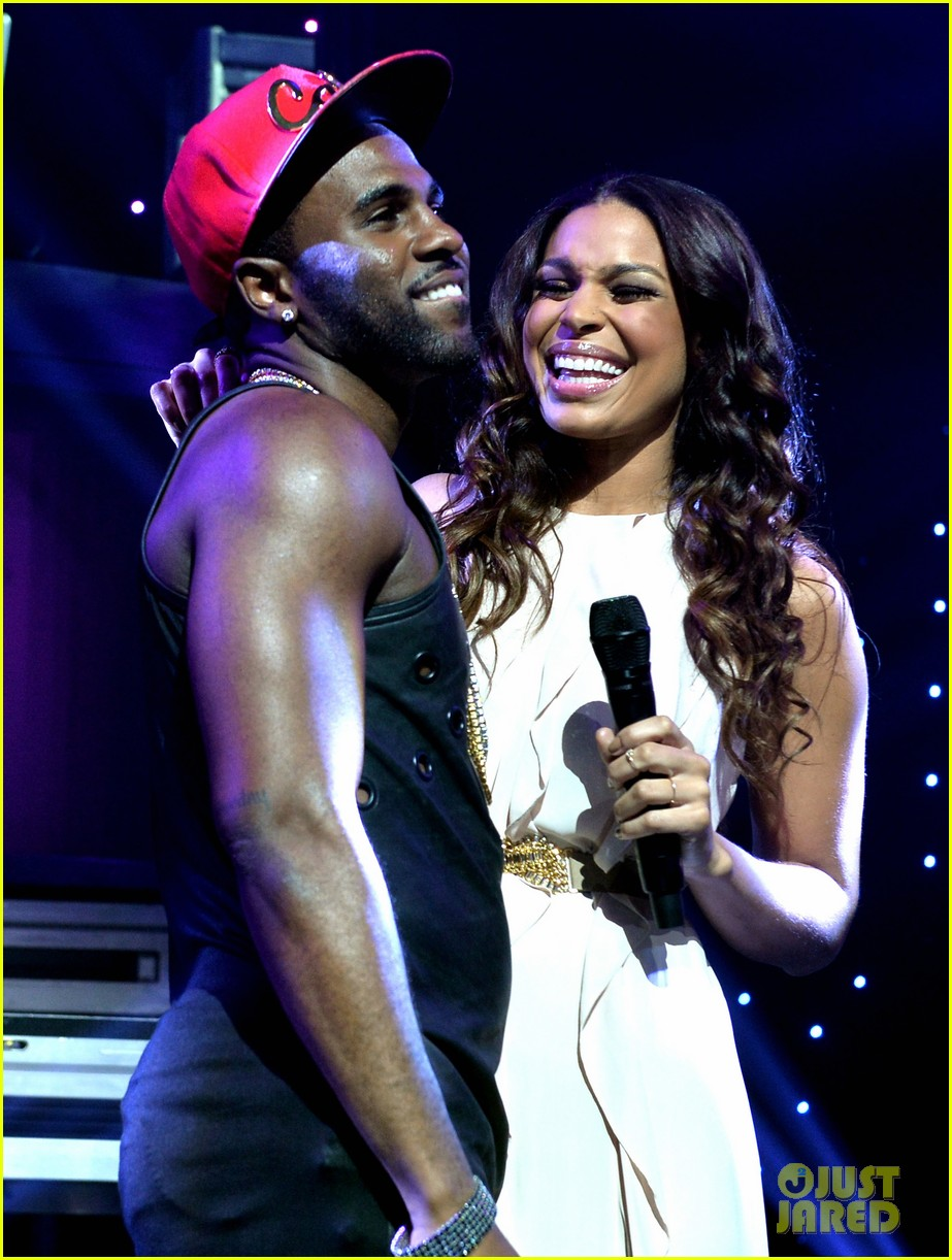 jason derulo rips off his shirt after passionate duet vertigo with jordin sparks 113093246