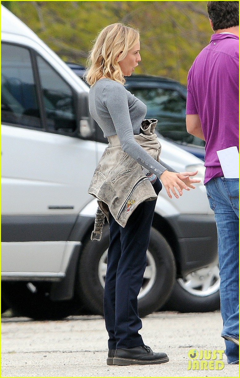 diane kruger gets direction on bridge set 083094507