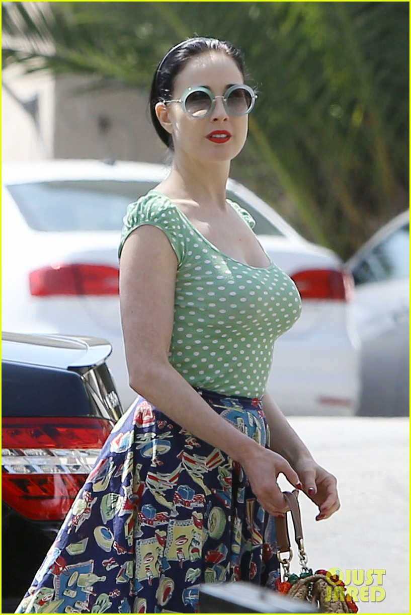 dita von teese it wasnt always easy for me in my career 01