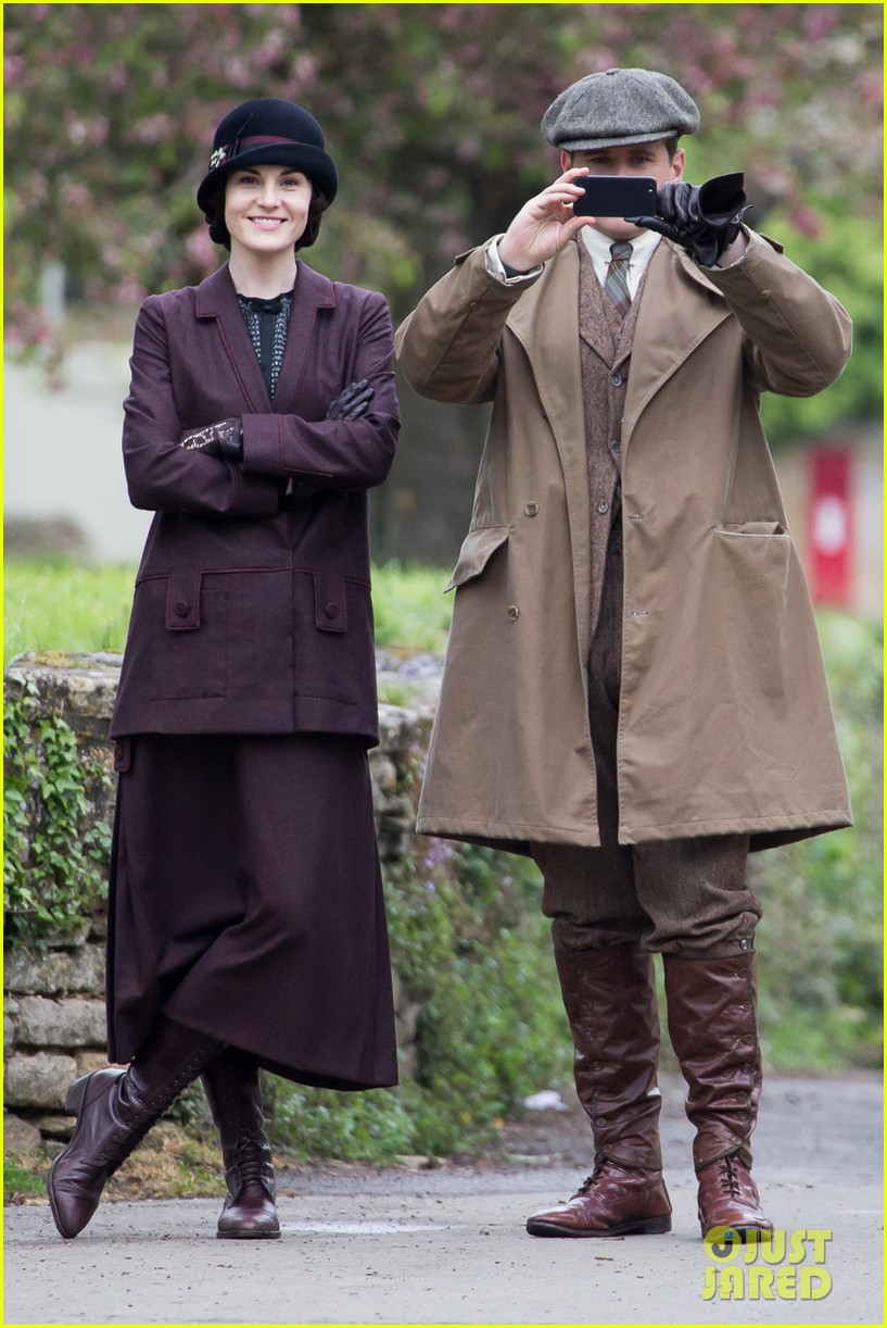 these downton abbey season five set pics are getting us really excited 01