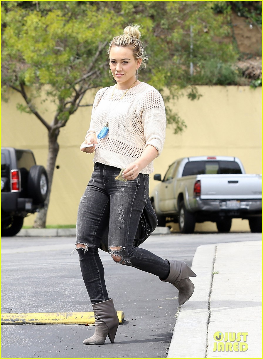 hilary duff runs errands aaron carter gushes over lost love 063100399