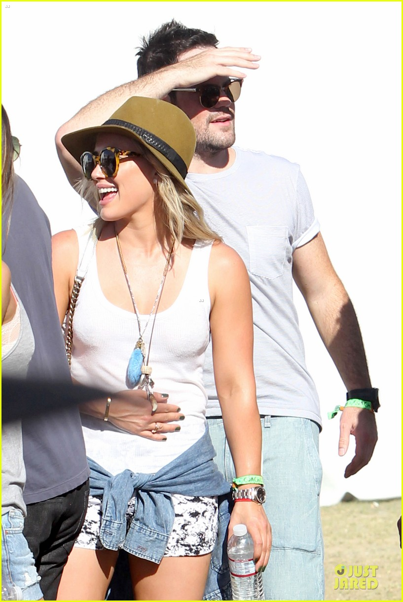 hilary duff mike comrie friendly affair at coachella 02