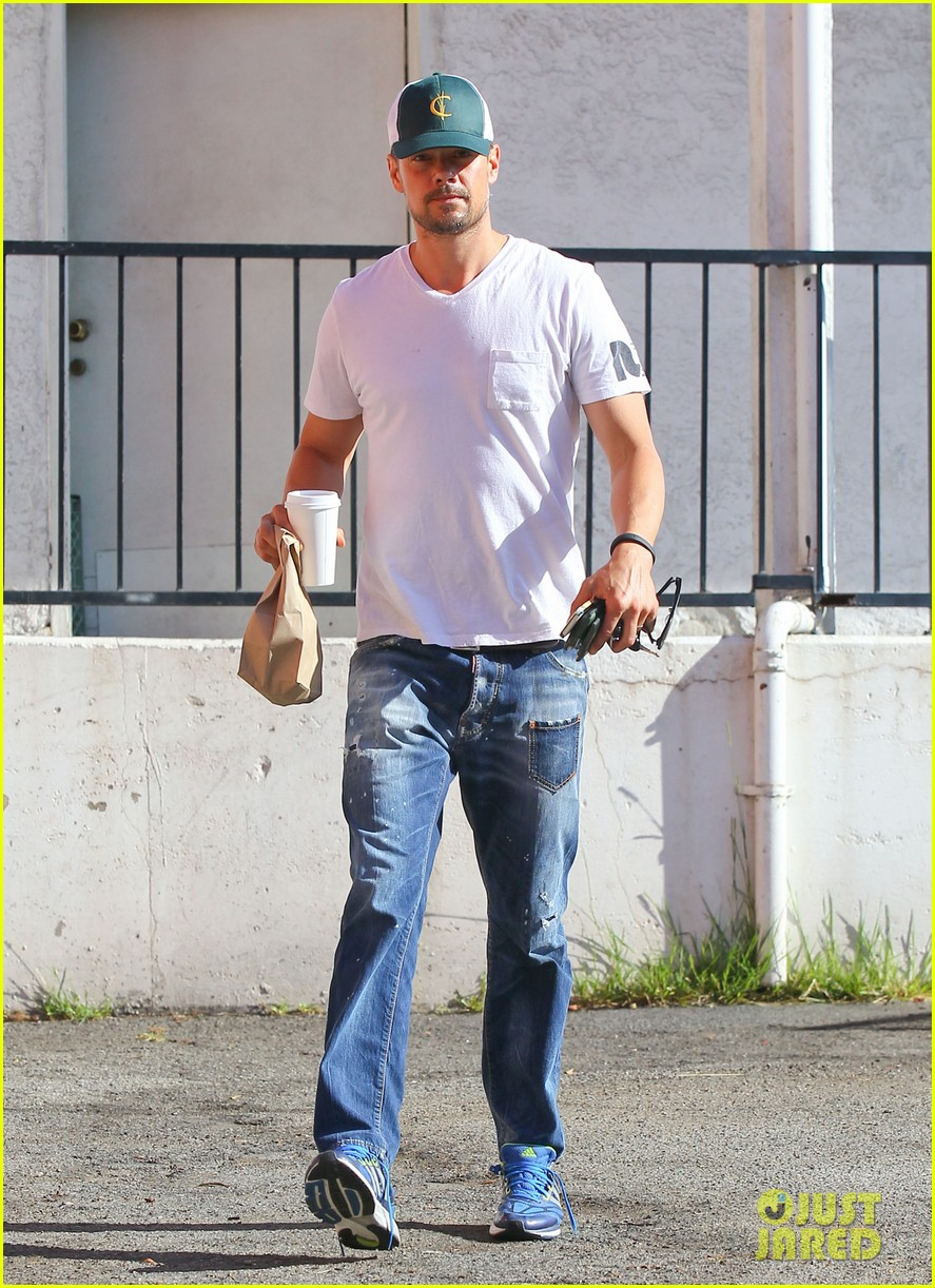 josh duhamel gets mistaken for timothy olyphant johnny knoxville 083100472