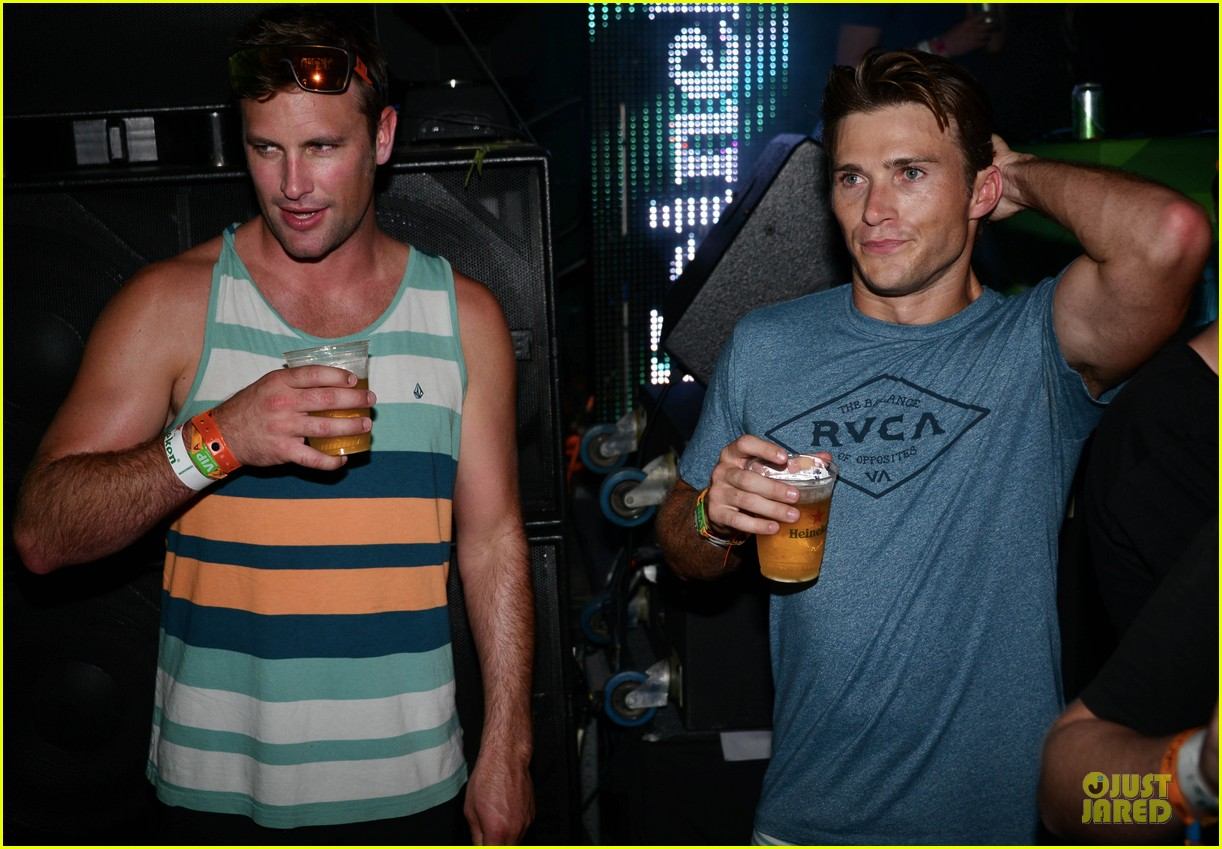 scott eastwood shirtless body at coachella 11