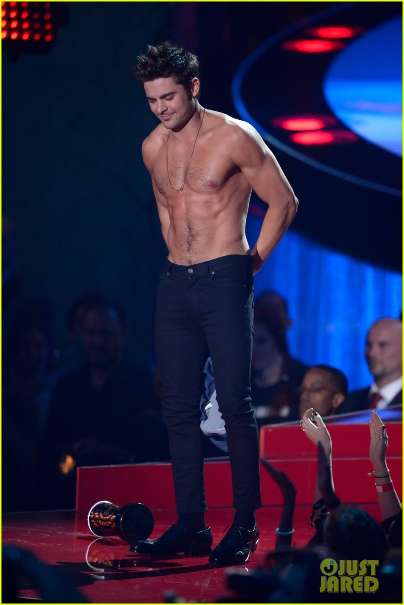 more zac efron shirtless photos mtv movie awards 2014 01