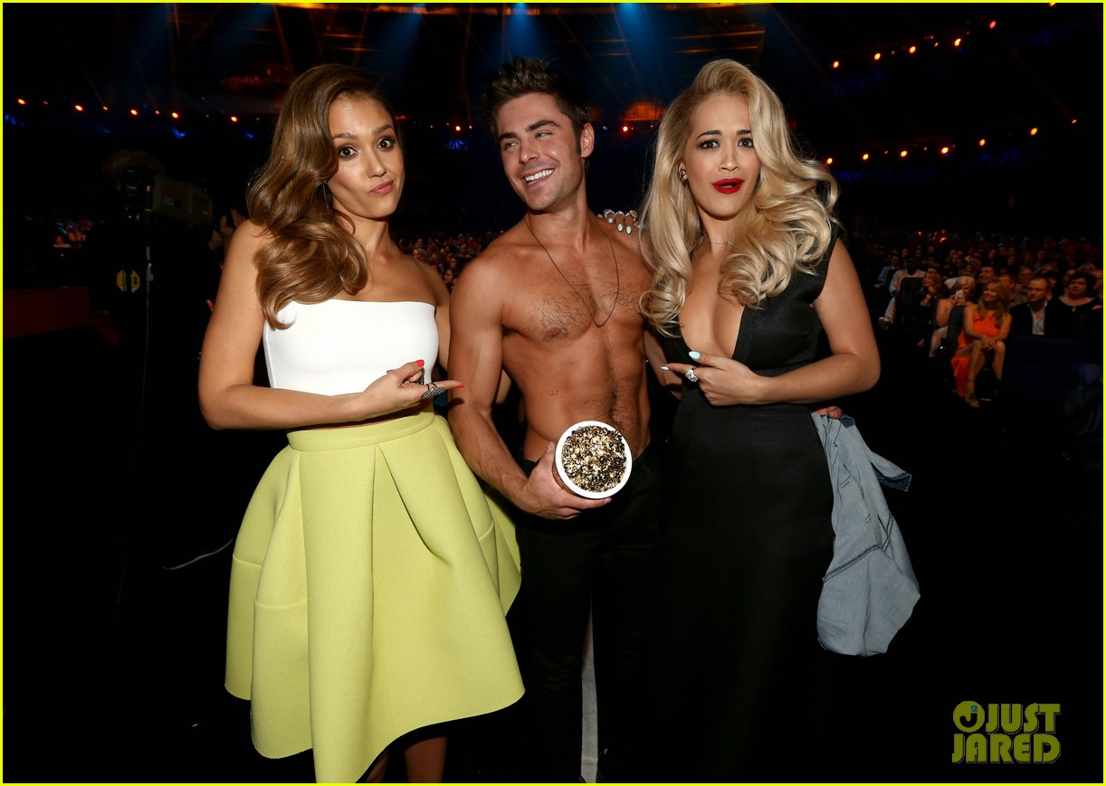 more zac efron shirtless photos mtv movie awards 2014 06