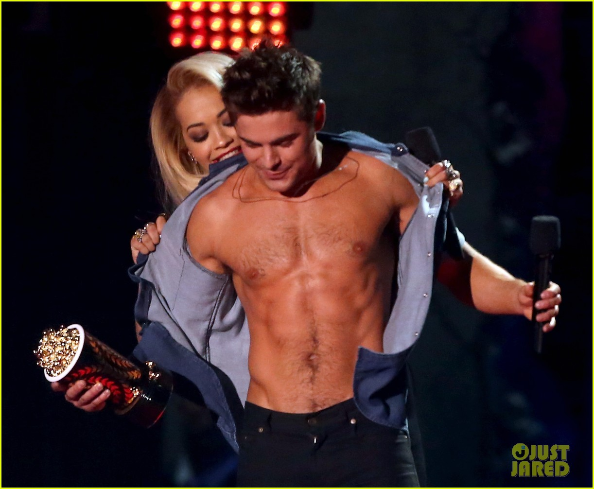 more zac efron shirtless photos mtv movie awards 2014 173091681