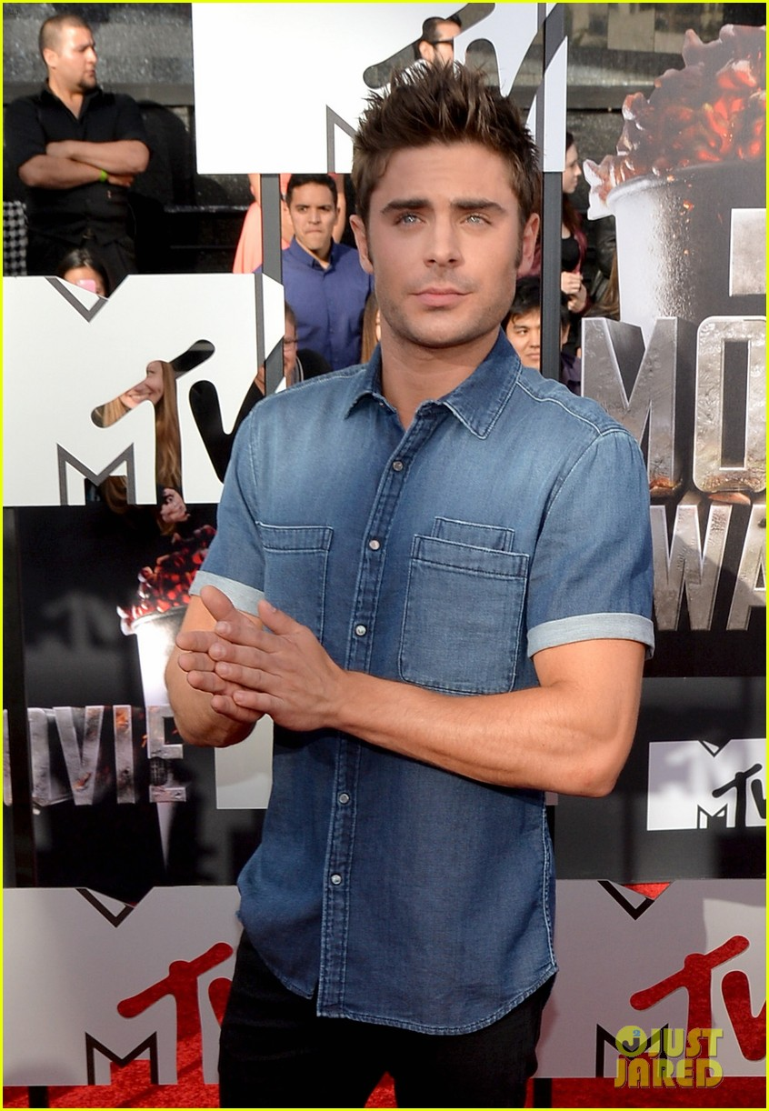 zac efron arms mtv movie awards 2014 053091182