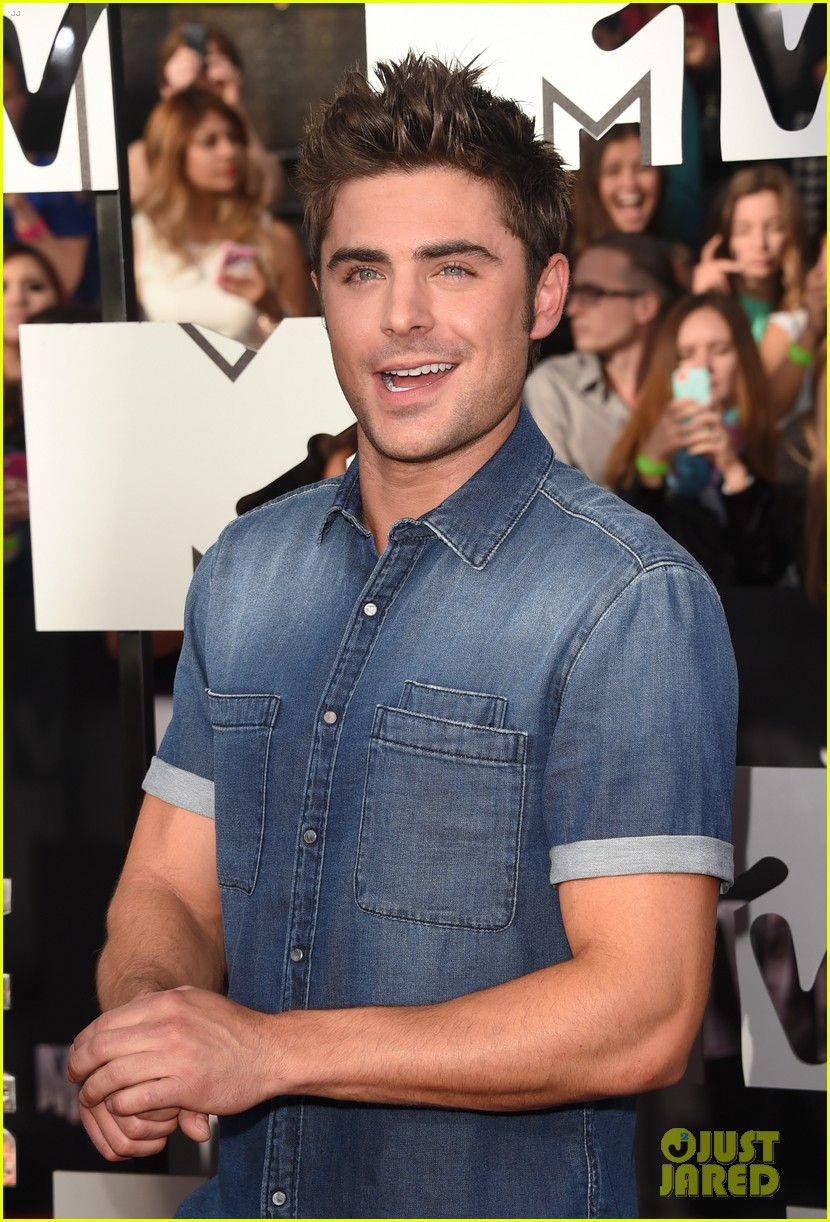 Full Sized Photo of zac efron arms mtv movie awards 2014 ... Zac Efron Movies