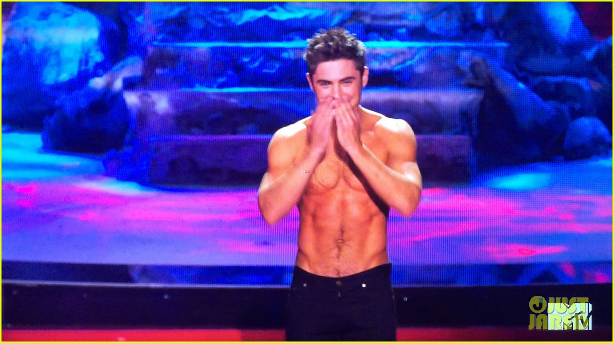 zac efron shirtless mtv movie awards 2014 123091291