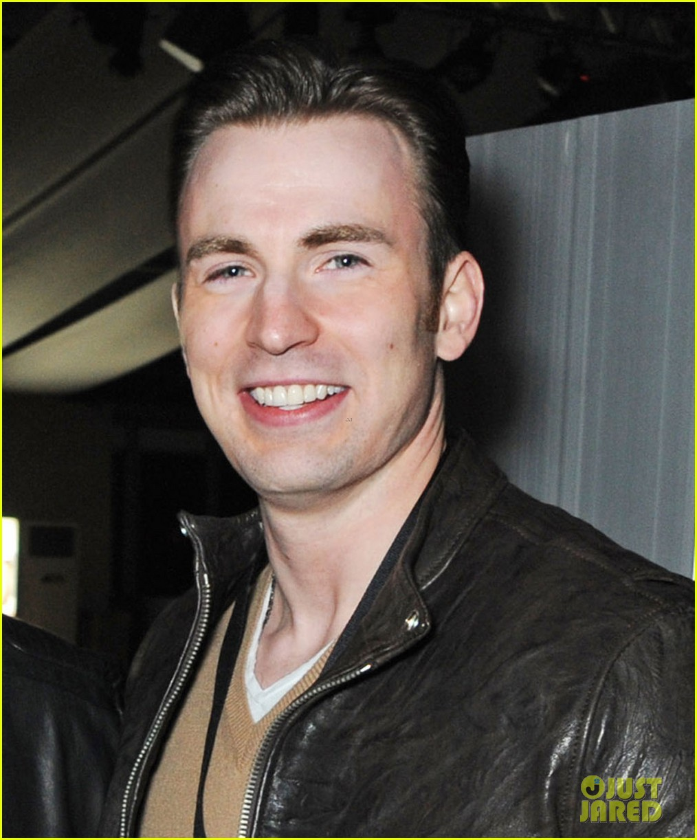 chris evans shaves his beard captain america is back 02