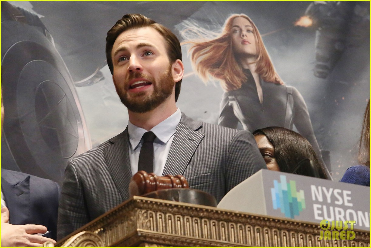 chris evans passes fantastic four torch to michael b jordan 053082884