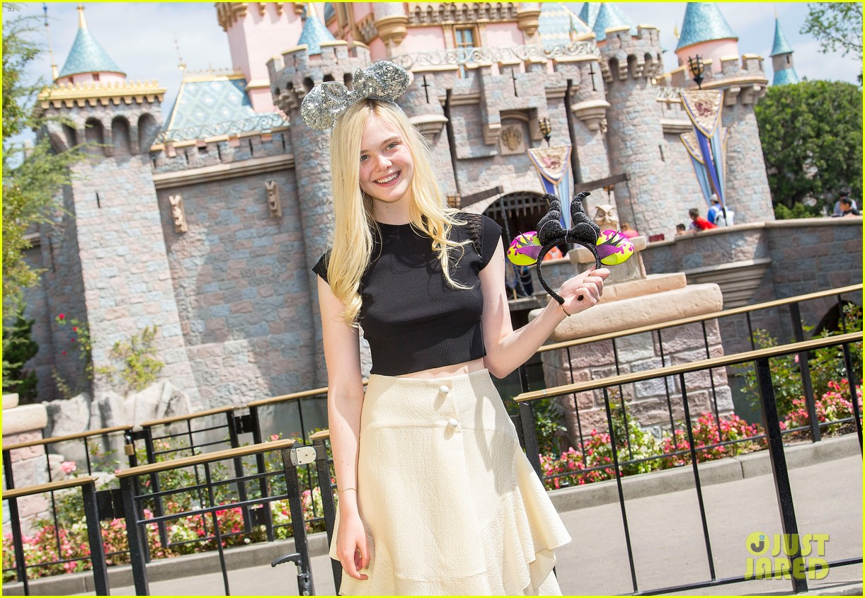 elle fanning boyfriend hold hands at disneyland 053089948