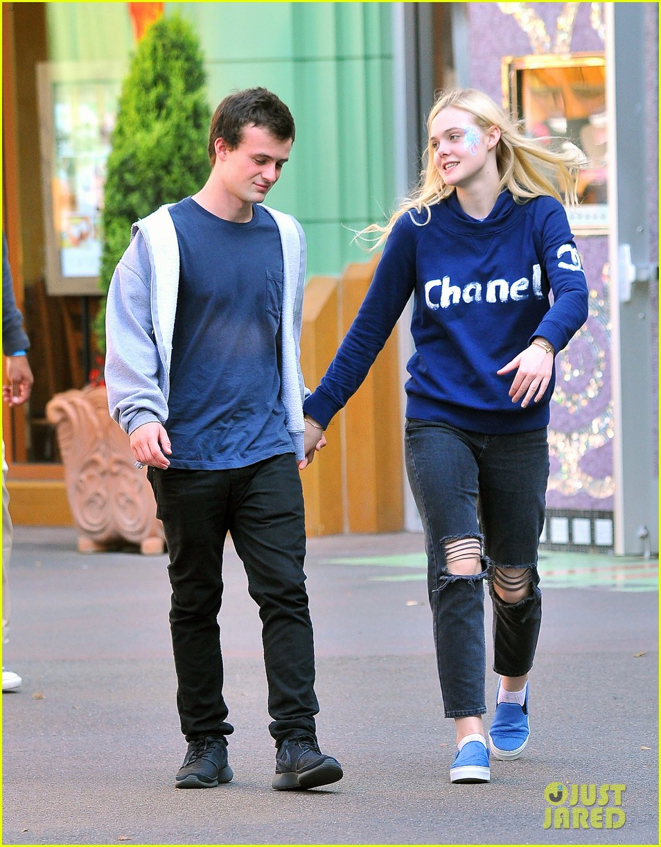 elle fanning boyfriend hold hands at disneyland 09