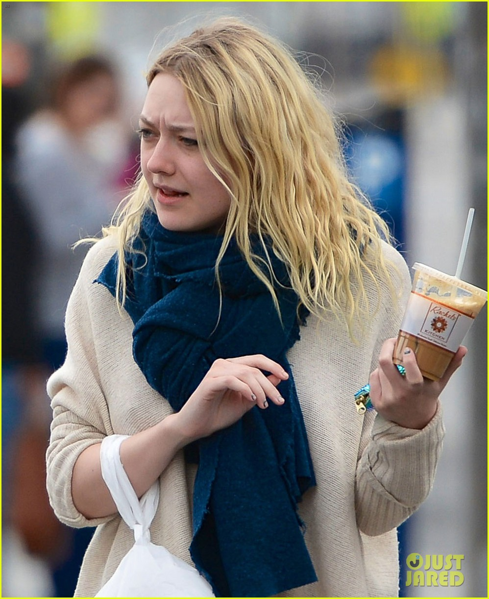 dakota fanning sarah steele lunch las vegas 01