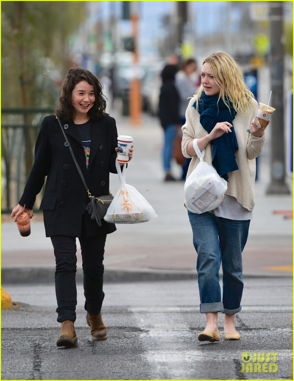 dakota fanning sarah steele lunch las vegas 023085352