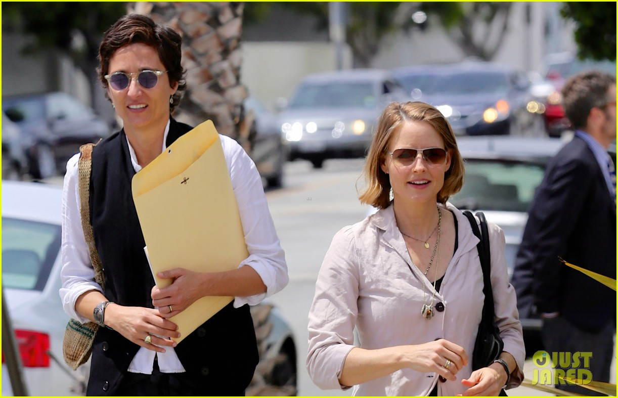 jodie foster alexandra hedison look so happy in first post marriage appearance 02