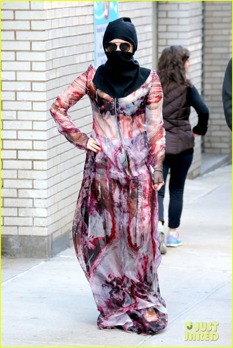 lady gaga wears burqa hospital visit 01