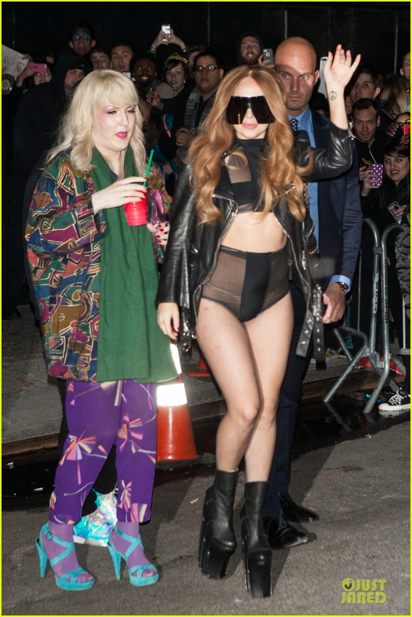 lady gaga revealing high waisted outfit 02