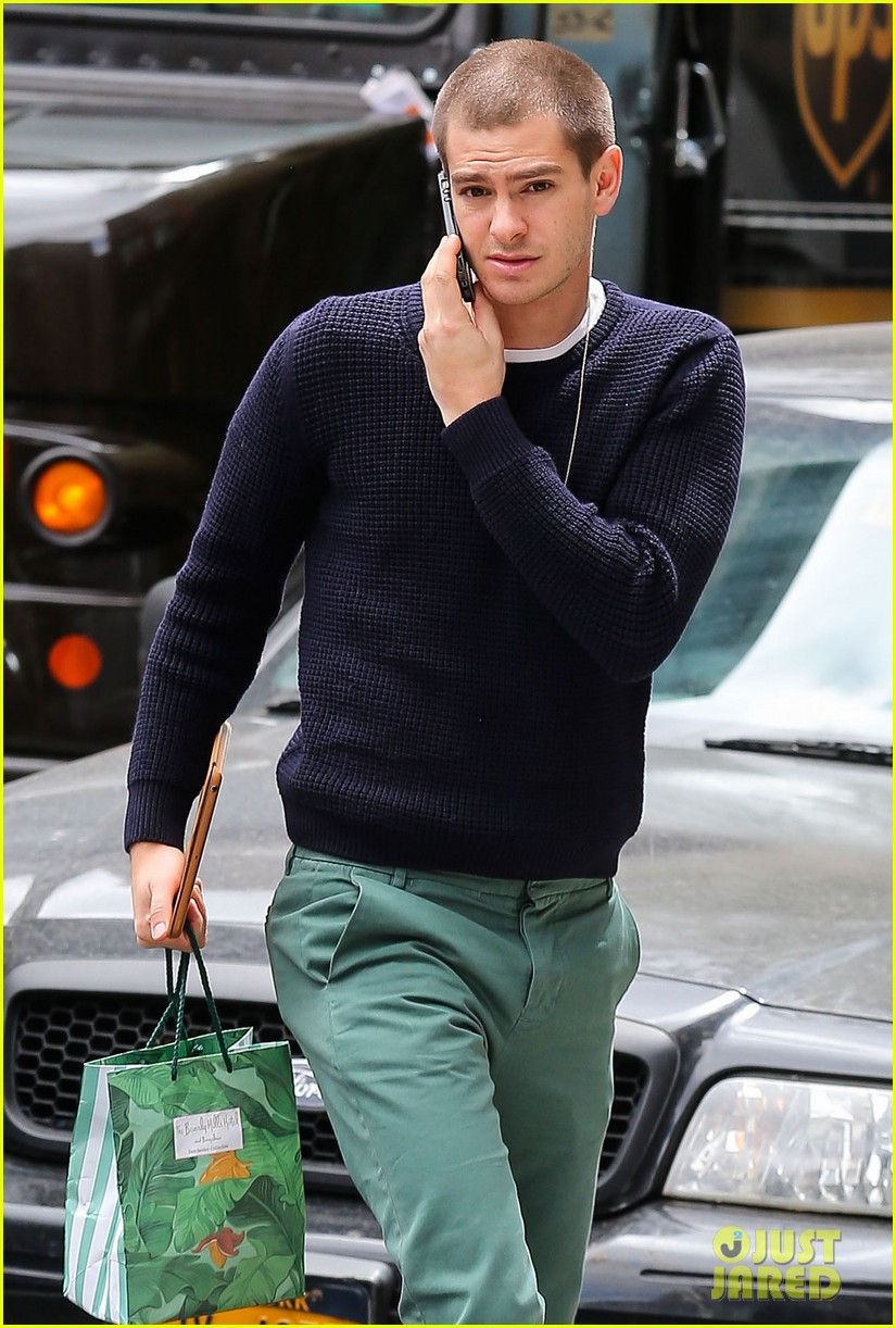 andrew garfield new buzz cut suit him well 043097973