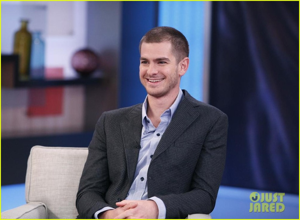 andrew garfield gushes about emma stone shes a genius 01