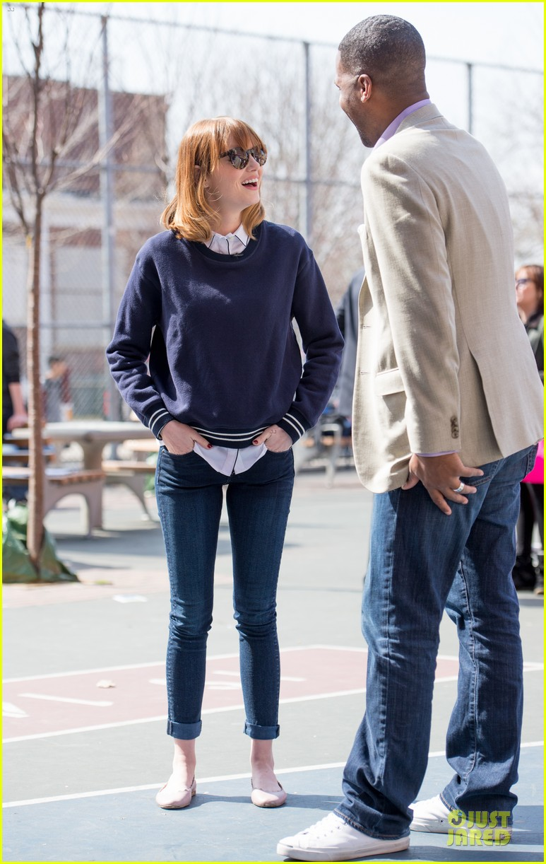 andrew garfield emma stone heart of gold at volunteer day 03