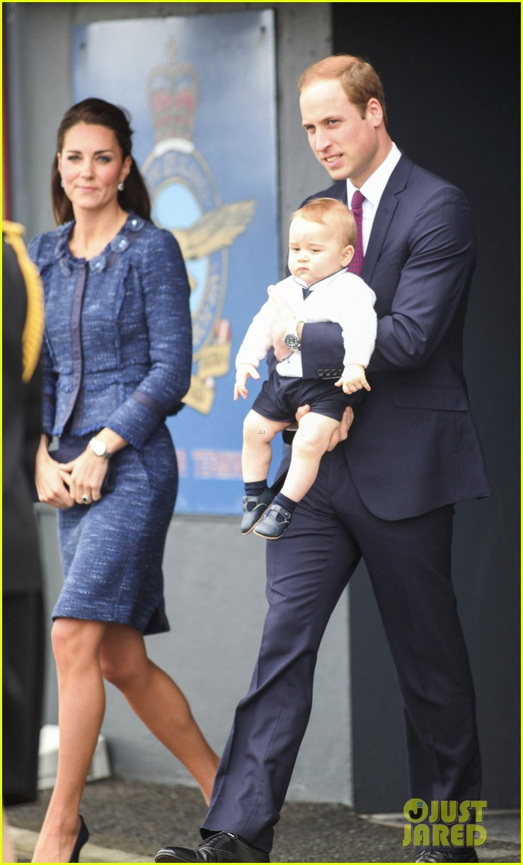prince george makes appearance parents play with puppies 433092978