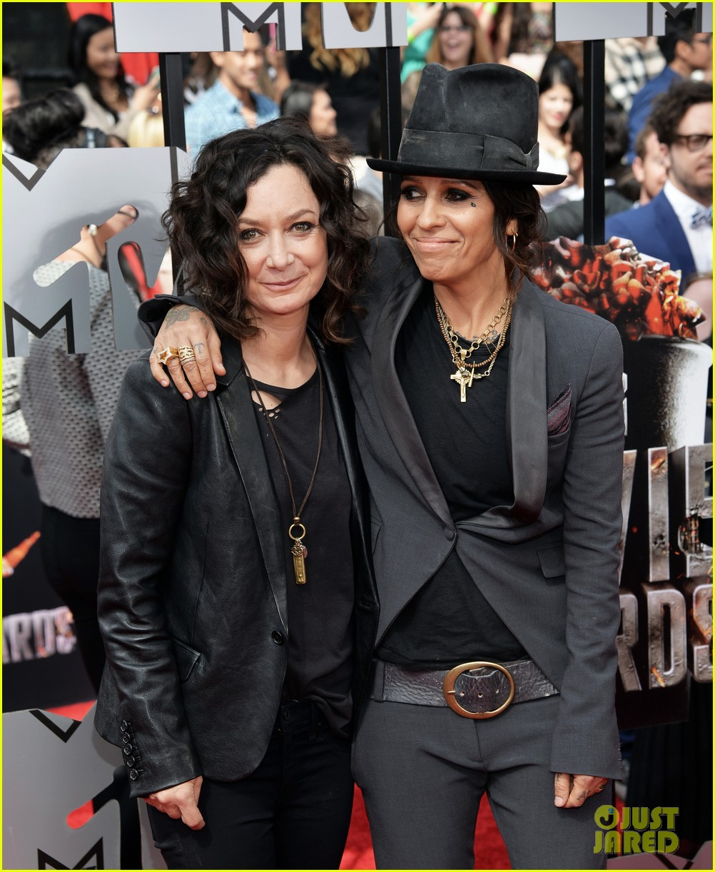 Sara Gilbert wife linda perry