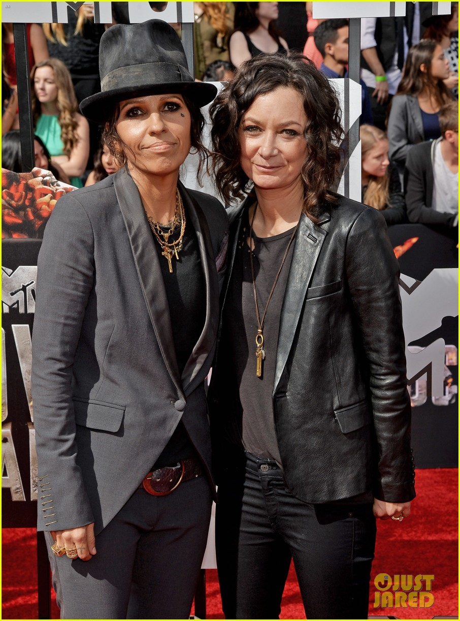 sara gilbert linda perry married couple mtv movie awards 2014 10