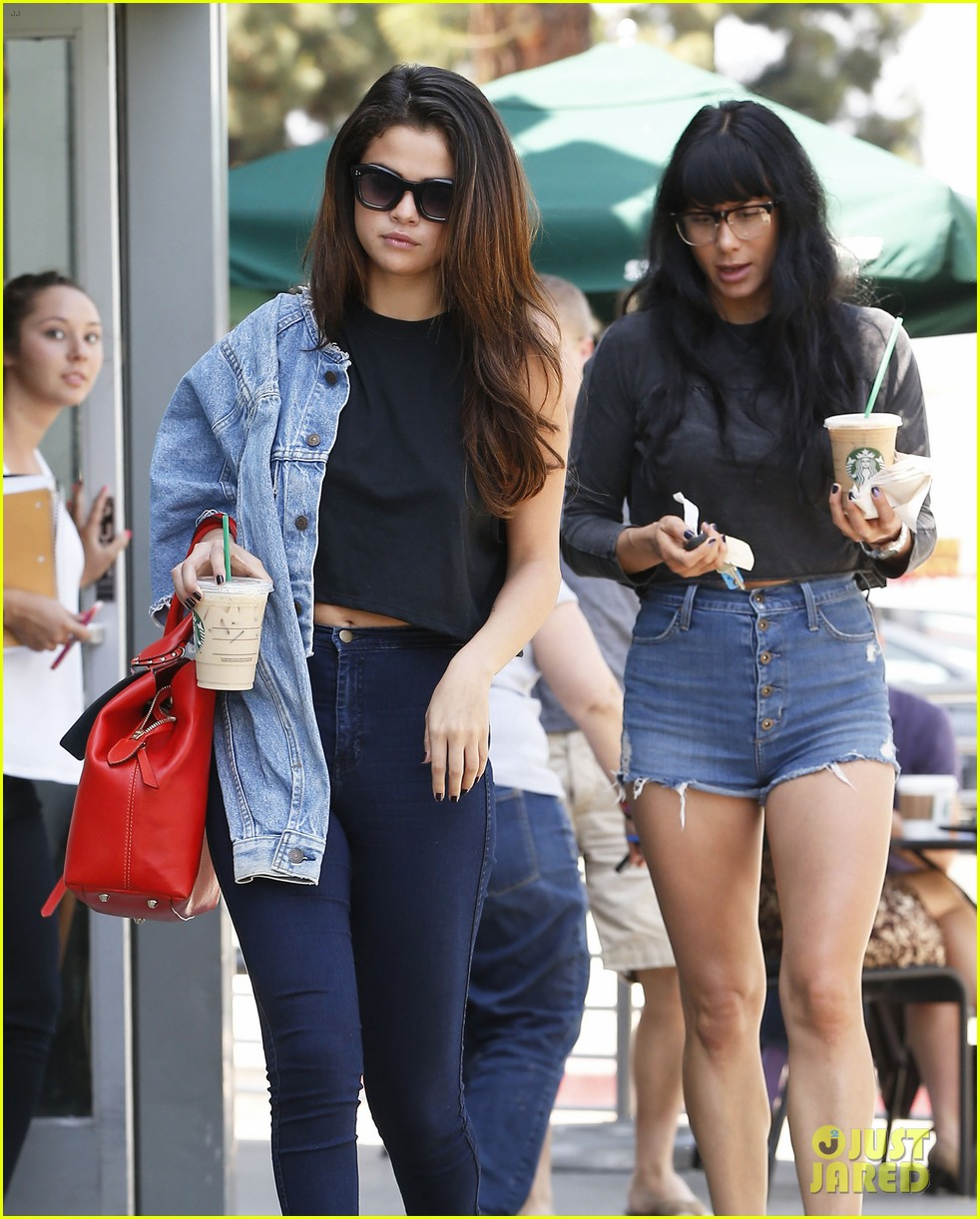 selena gomez spent easter sunday with tons of friends 093096269