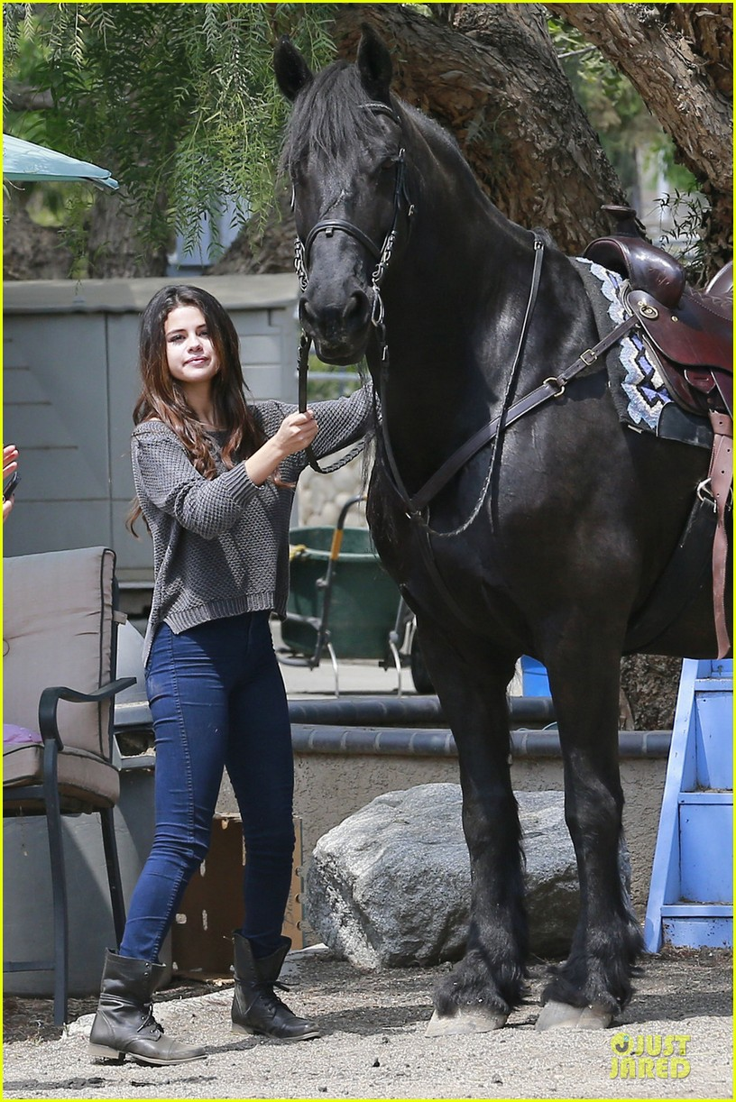 selena gomez good friday with a horse 01