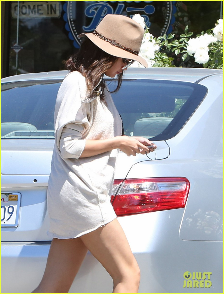 selena gomez debuts new shorter hair 07