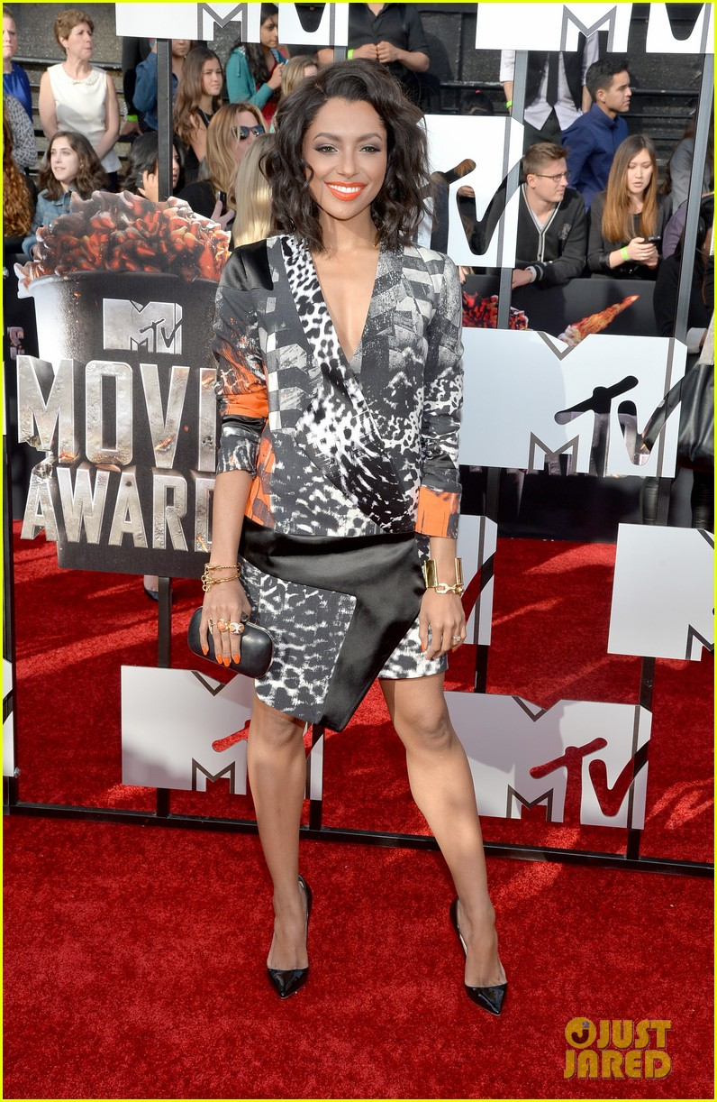 kat graham printed beauty at mtv movie awards 2014 red carpet 01