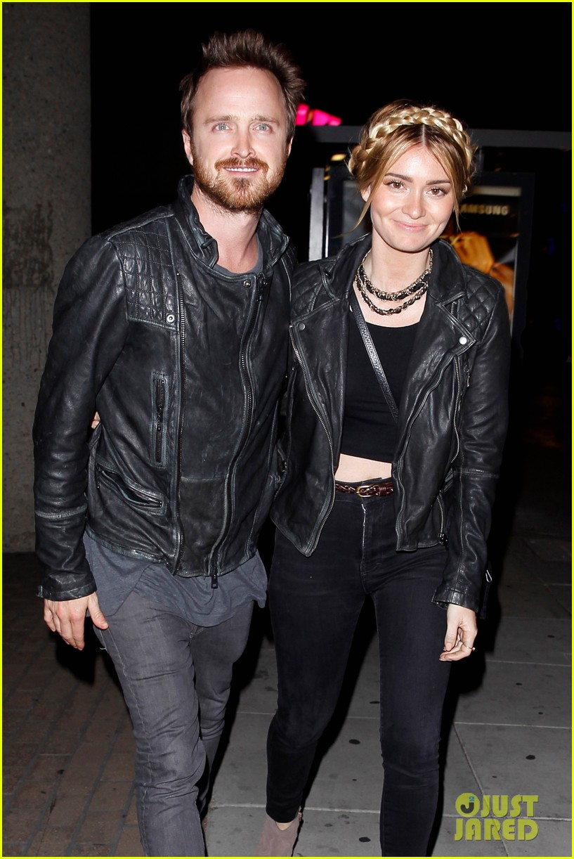 jake gyllenhaal aaron paul are easy on the eyes at arcade fire concert 06
