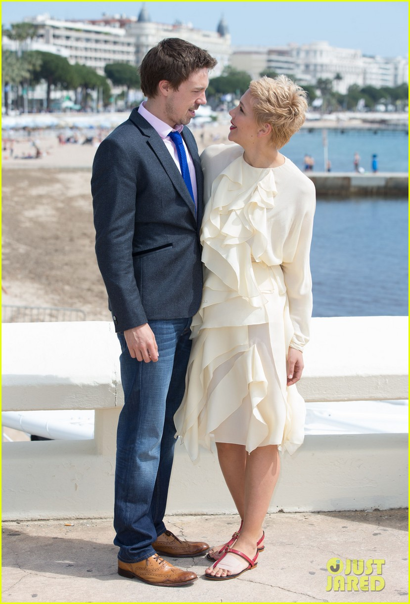 maggie gyllenhaal debuts blonde pixie cut 06