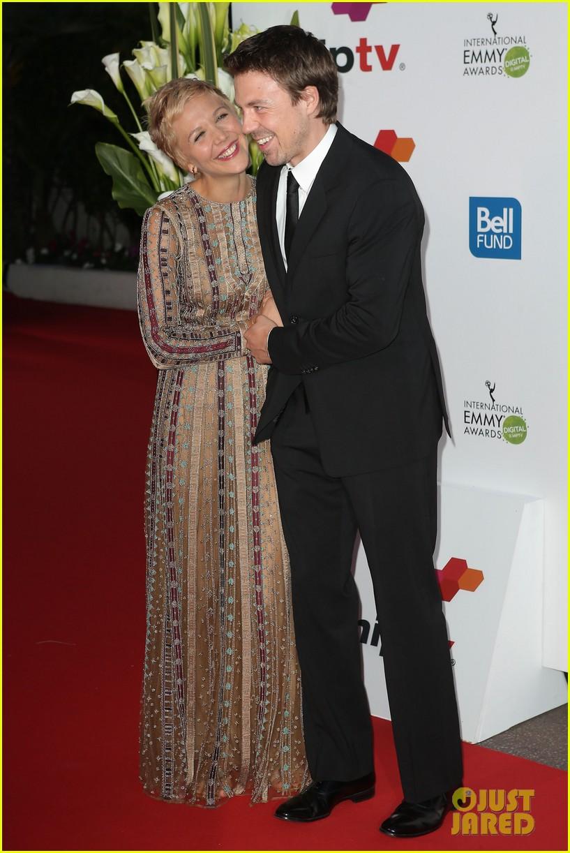 maggie gyllenhaal debuts blonde pixie cut 113086841