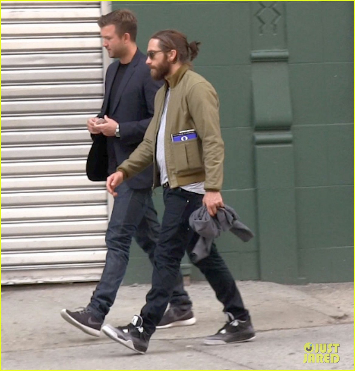 jake gyllenhaal is back in nyc still sporting his scruffy beard 01