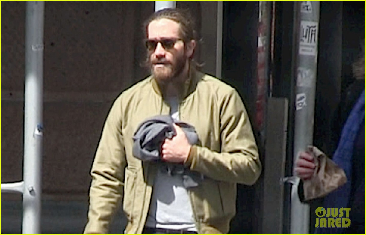 jake gyllenhaal is back in nyc still sporting his scruffy beard 02