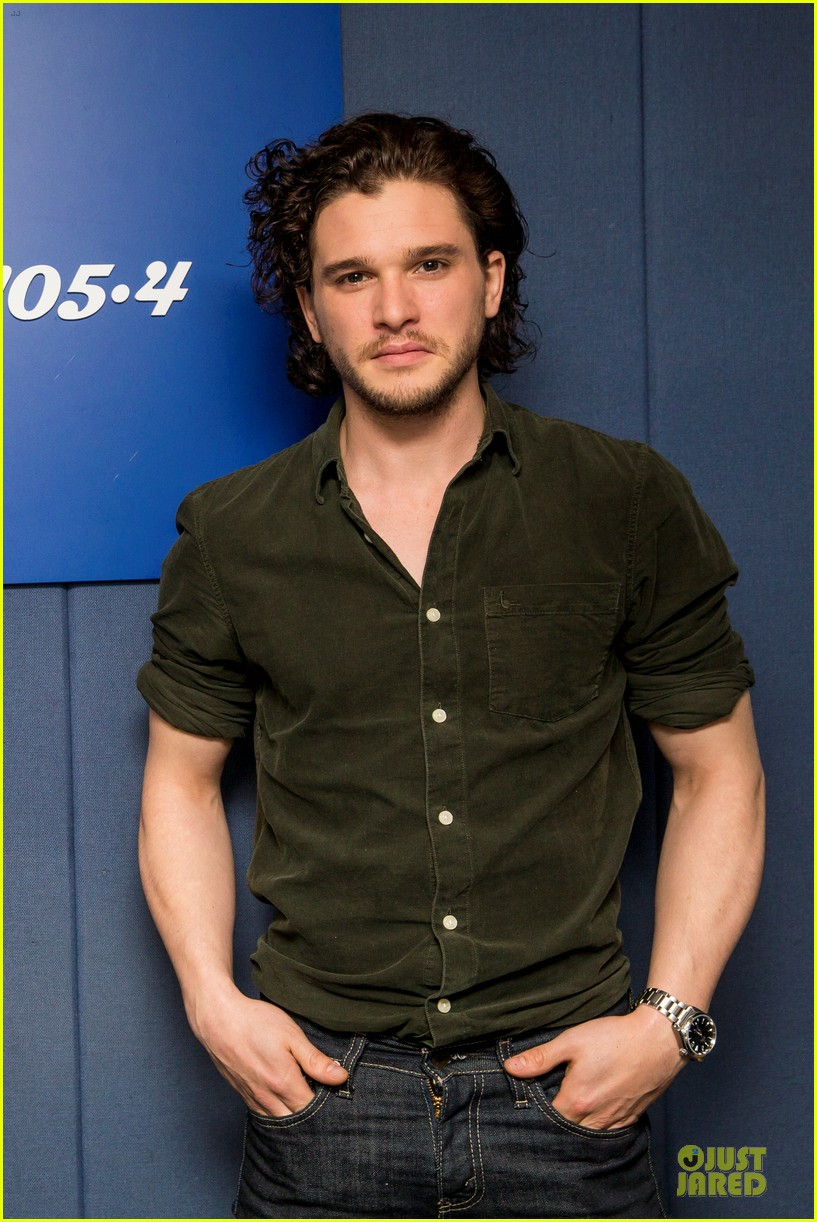 kit harington muscles rolling stone cover 04
