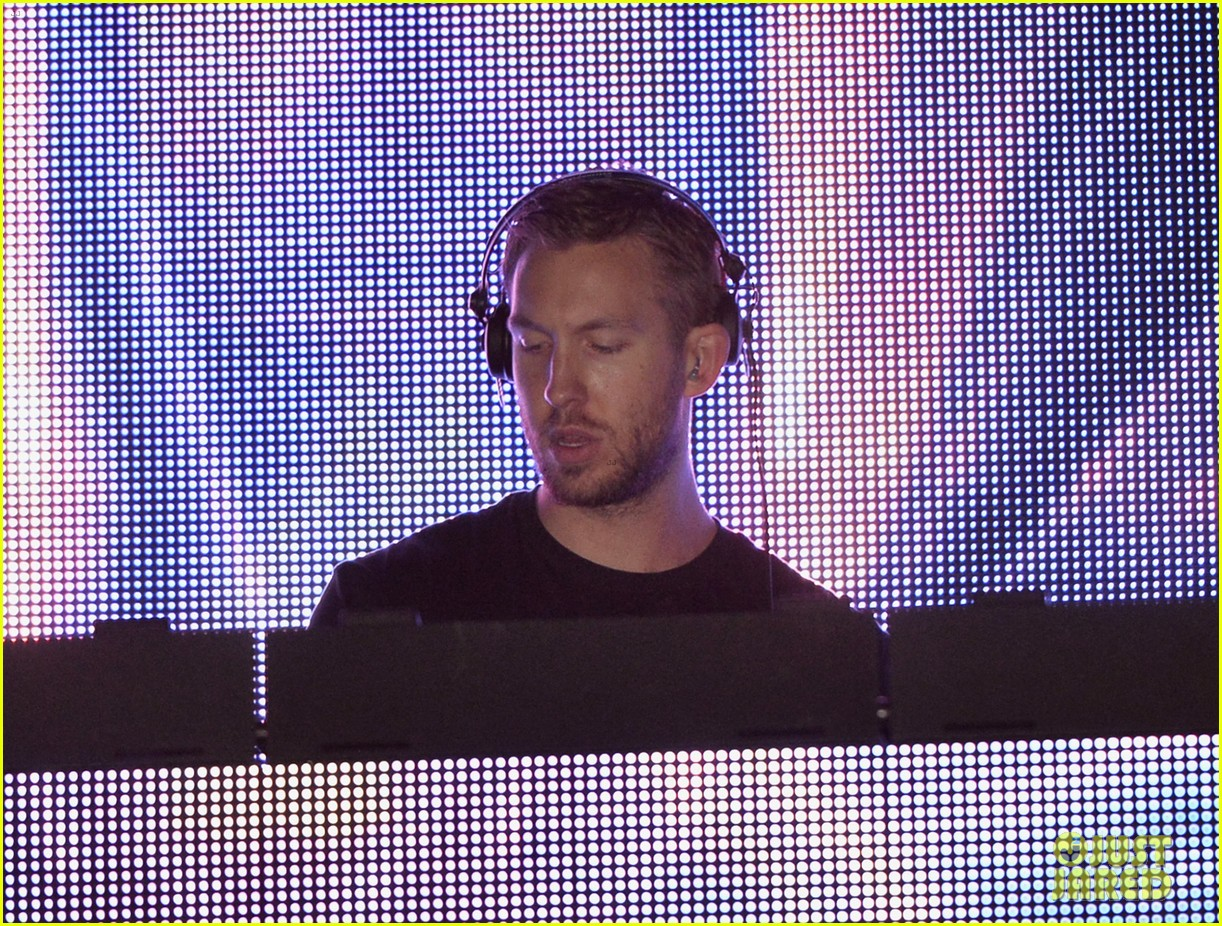 calvin harris performs energetic set at coachella 2014 063092111