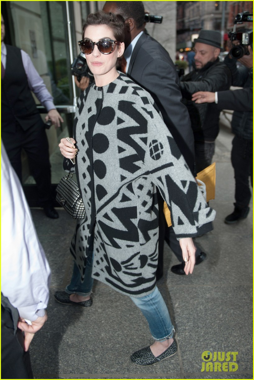 anne hathaway brough a flask to the oscars 073088031